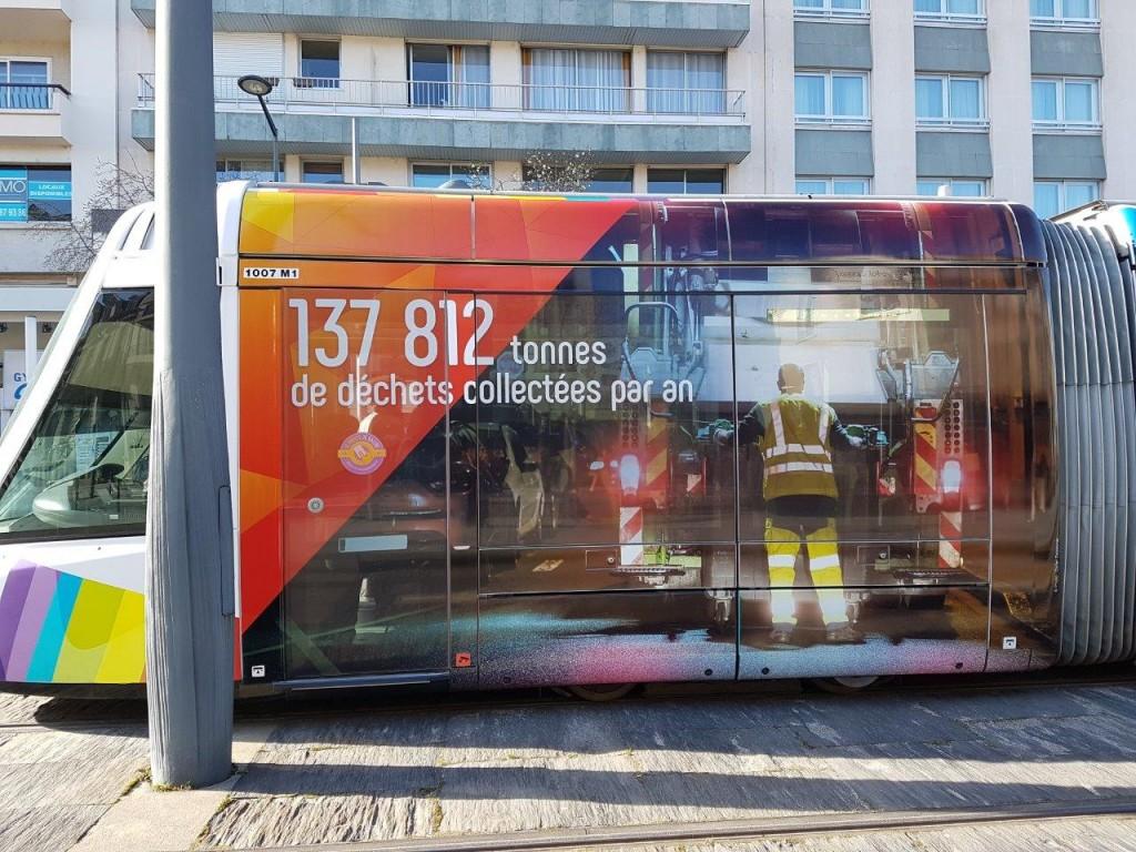 年間に市は、137812トンの廃棄物を処理しています。というメッセージ