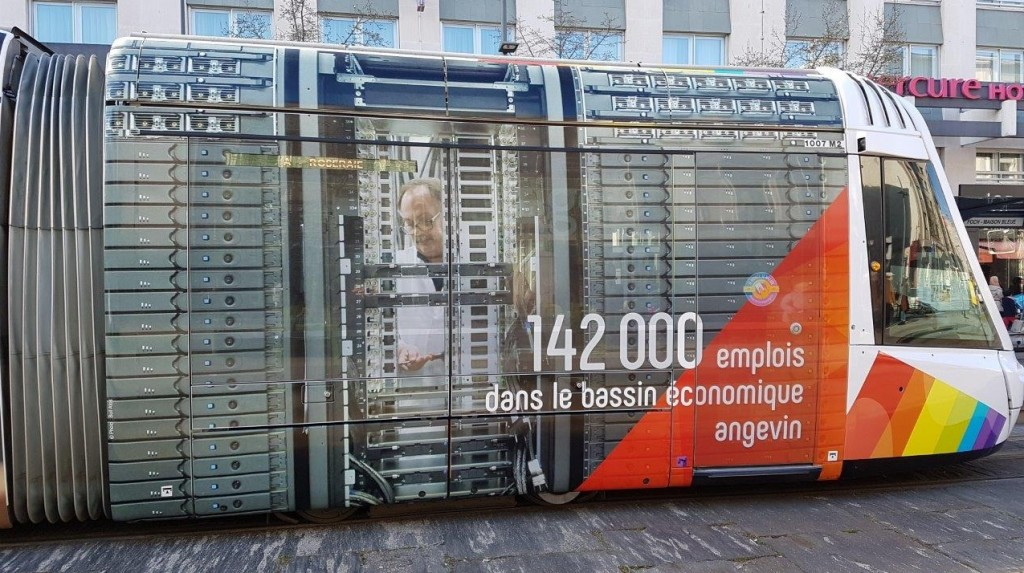 地域には14万2千の雇用があります。
