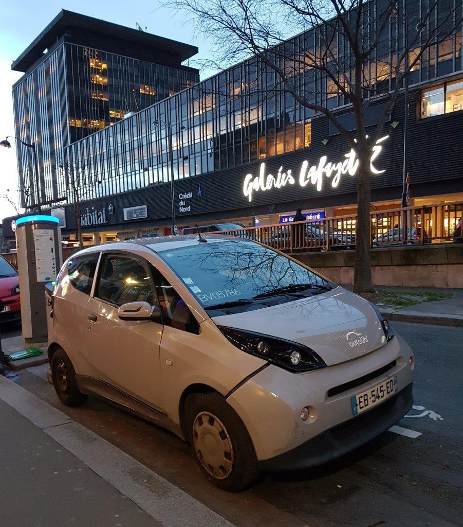 電気シェア自動車と充電ポント