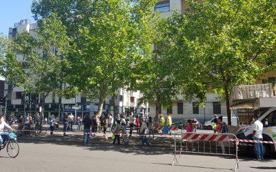封鎖解除後の人々。公共交通とSocial Distance